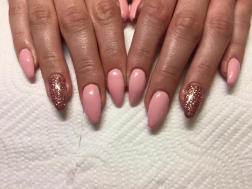 Růžové nehty doma